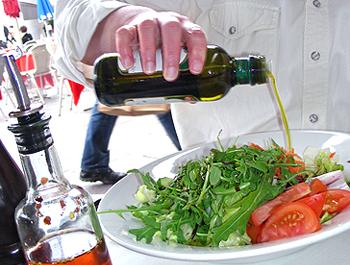 woran erkennt man gutes oliven l foodaktuell. Black Bedroom Furniture Sets. Home Design Ideas